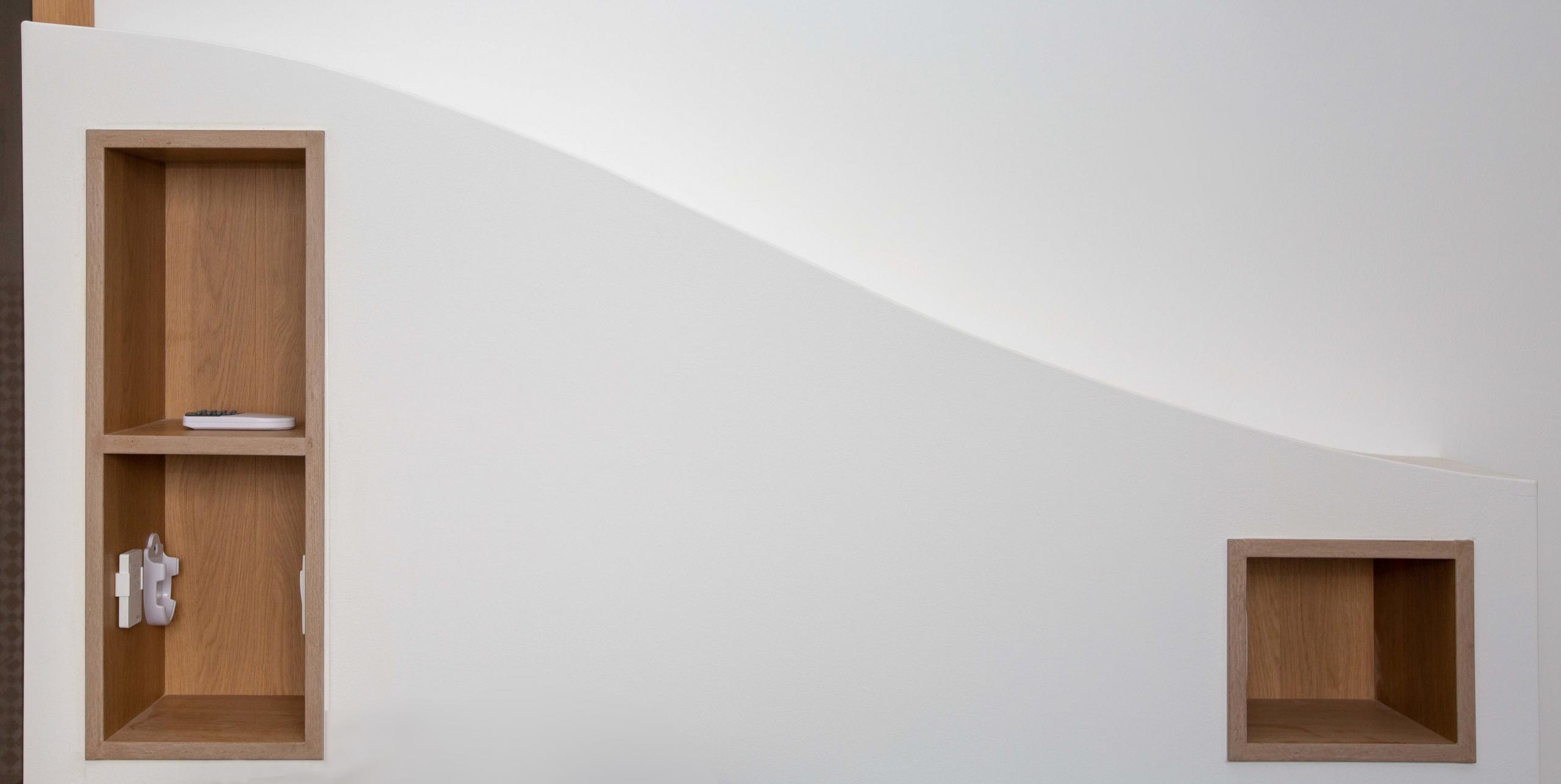 tête de lit maçonnée placo mobilier sur-mesure chevet intégré décoration architecture d'intérieur aménagement