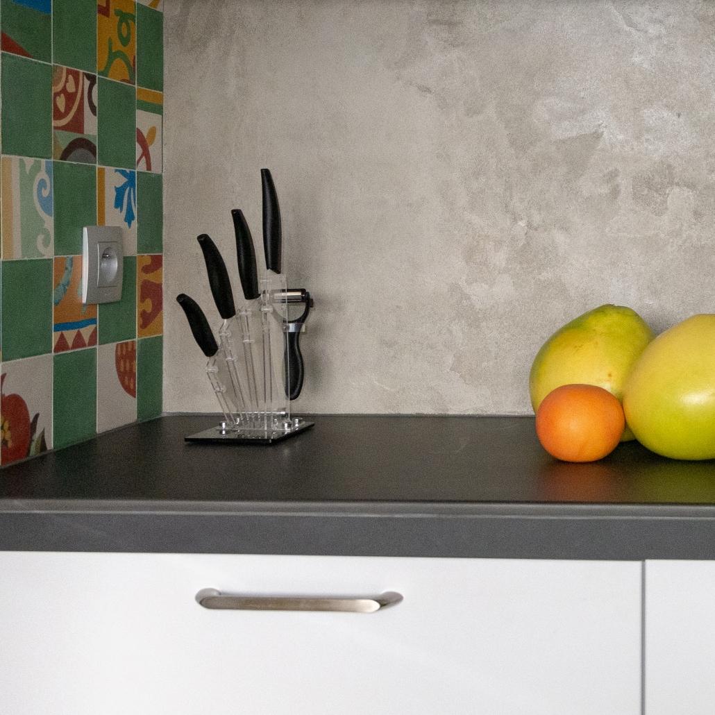 cuisine ouverte conception sur-mesure séparation plan de travail architecture décoration agencement hotte éléments hauts rangements