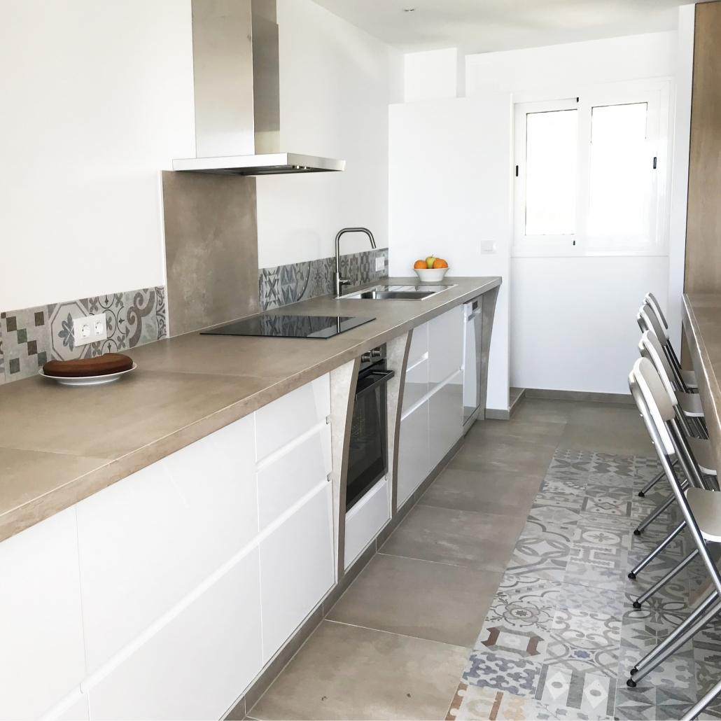 cuisine béton ciré mobilier maçonné pas cher agencer son intérieur cuire laver blanc
