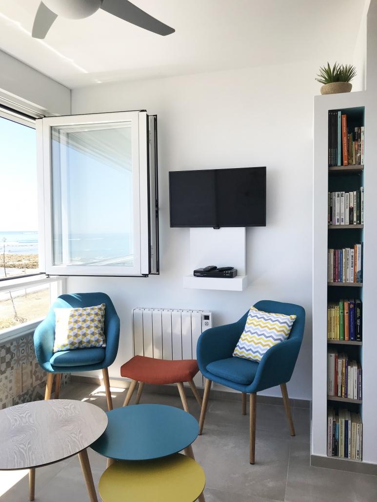 rénovation architecture d'intérieur salon bibliothèque niche vue mer
