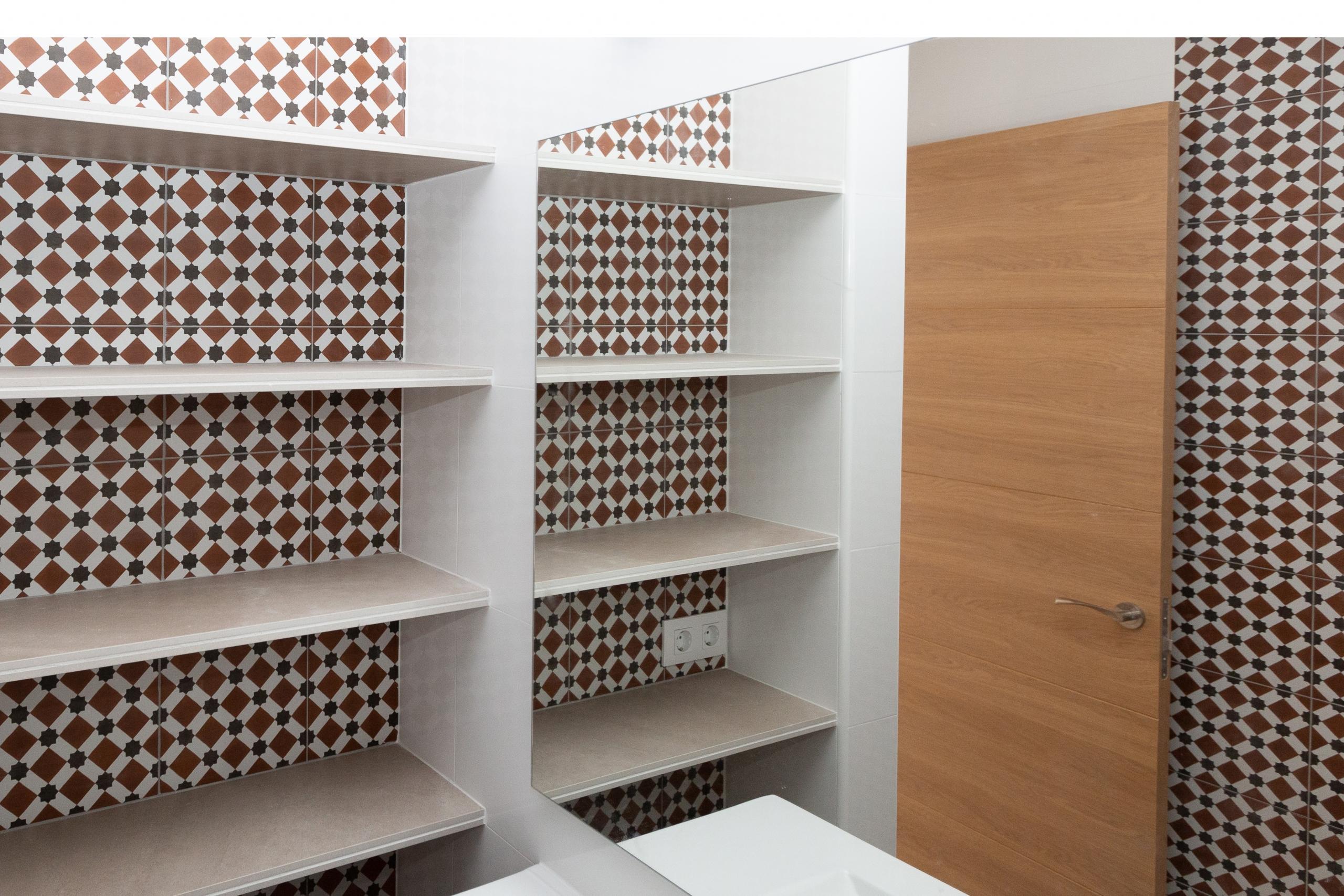 salle de bain étagères niches faïence art mauresque décoration architecture d'intérieur