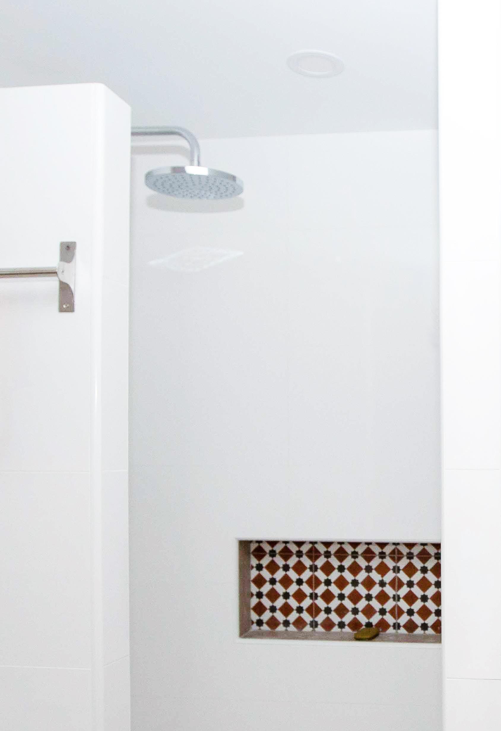 douche salle de bain niche agencement décoration architecture d'intérieur pommeau pluie de tête